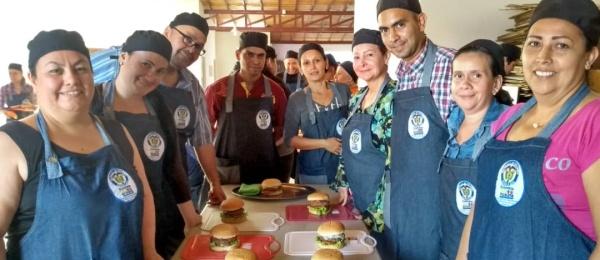 Curso básico de cocina gourmet, organizado por el Consulado de Colombia en San Cristóbal, benefició a 50 connacionales